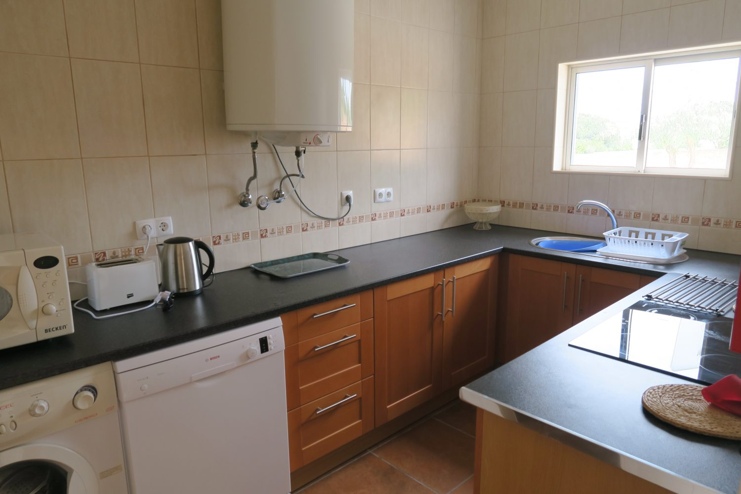 Villa - Kitchen with washing machine and dish washer